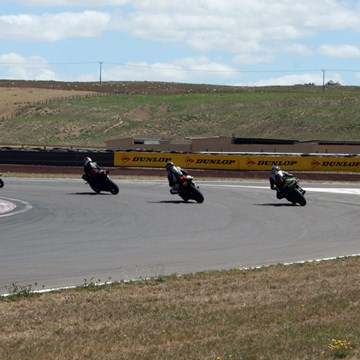 Looping manoeuvre with four motorcyclists