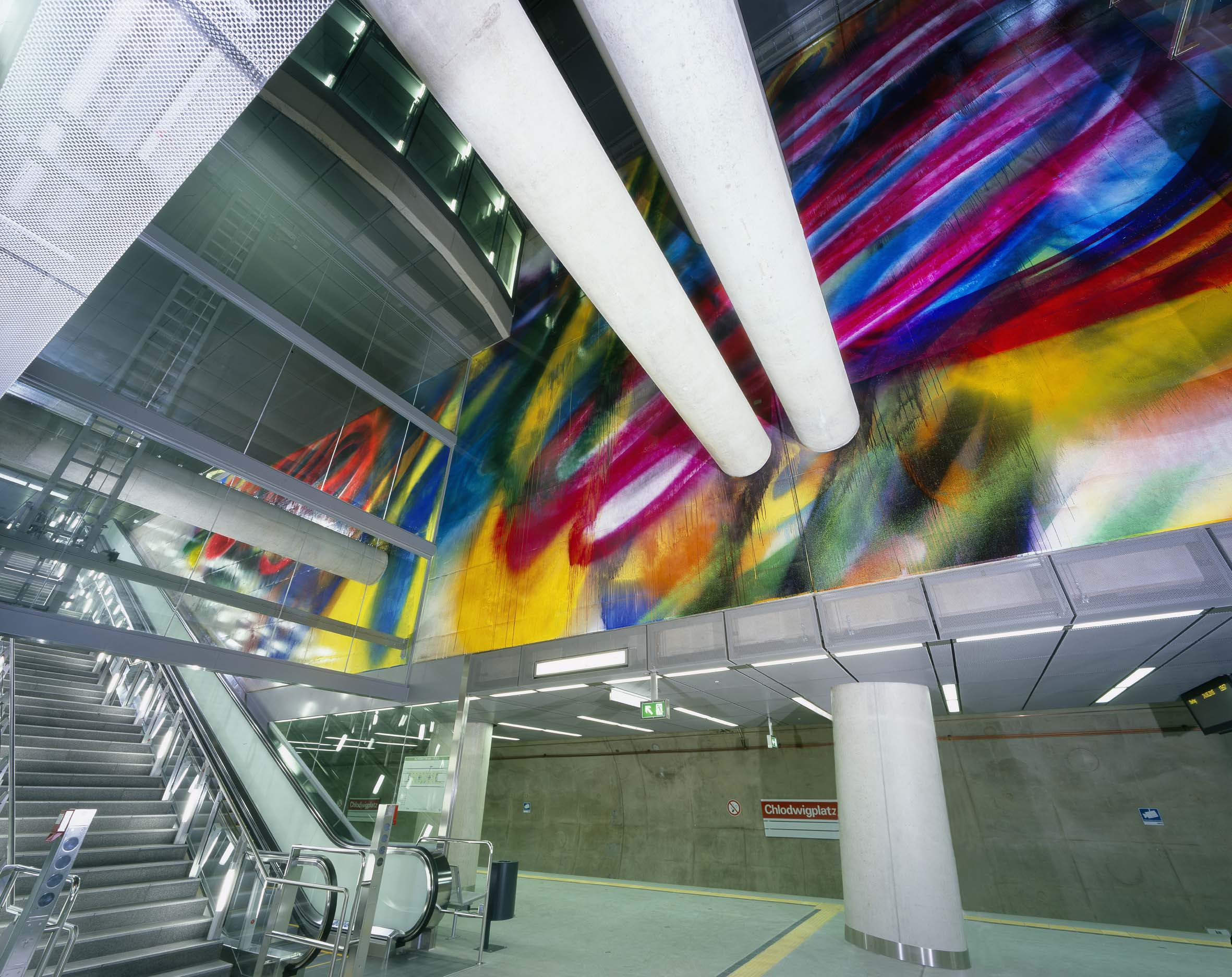 Katharina Grosse transforms Chlodwigplatz Transport Center in Cologne